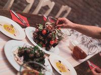 Usaďte se na svá místa, podává se libanonská kuchyně :)