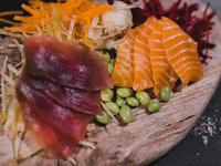 Losové a tuňákové sashimi