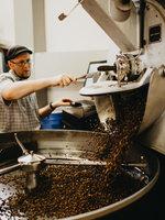 Správné pražení kávových  zrn je základ. Vysvětlíme, jak pražení ovlivňuje chuť kávy.