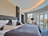 Přímo z postele můžete pozorovat ruch velkoměsta.