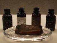 Na pokoji se můžete krom jiného hýčkat přírodní kosmetikou Botanica.