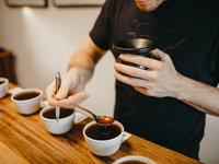 Ukážeme vám, jak správně degustovat kávu a na co v chuti zaměřit.