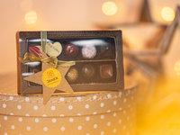 Domácí párování čokolády s čokoládovnou Janek + 6 tabulek čokolád, krabička pralinek, láhev Merlotu, rum Diplomatico a káva Peru