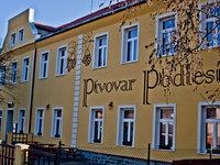 Řemeslný pivovar Podlesí se nachází na kraji brdských lesů.