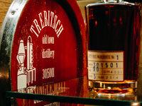 Whisky Trebitsch zraje v dubových sudech vlastní výroby.