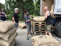 Správný barista si kontroluje původ kávových zrn. Dovezeme jen ty nejlepší.