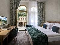 Pokoje Comfort hotelu Astroria s výhledem na kolonádu