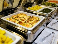 Teplá bufetová večeře v hotelu Astoria