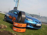 Driftovací vozidlo a speciální driftovací návleky