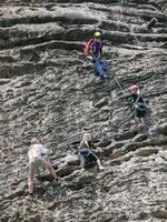 Lezení po skalách je nádhera.