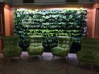 Zelena je tráva na greenu, ale také foyer hotelu Astoria