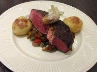Rib eye steak se středomořskou zeleninou