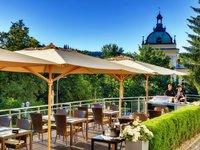 Užijte si pohodové posezení na slunné terase.