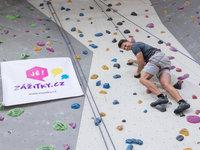 Karel Kašák si lezení vyloženě užívá.