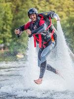 Chůze po vodě je s jetpackem samozřejmě možná:)