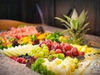Čeká vás bohatá snídaně plná ovoce.