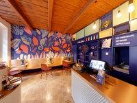 Než se otevřou síně čokoládové továrny, můžete si odpočinout v místní kavárně:)
