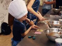 Výroba čokoládových lízátek
