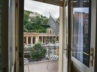 Výhled z pokoje hotelu Astoria přímo na kolonádu