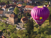 Balony létají ve výšce zhruba 300 metrů. Odtud jsou ty nejkrásnější výhledy.