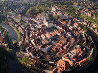 Úchvatný pohled na historické centrum Českého Krumlova.