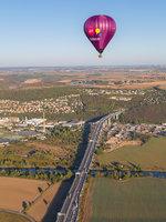 Kde jinde mít lepší přehled o dopravní situaci na pražských silnicích a dálnicích než v balónu :)