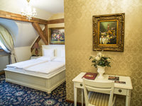 Podkrovní pokoj typu Standard na zámku Zbiroh