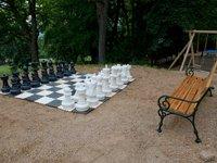 Obří šachy v zámeckém parku