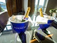 Pravé šampaňské vás bude čekat na pokoji.