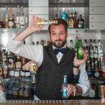 Na baru vám zkušení a zruční barmani připraví téměř cokoliv:)