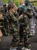 Ochranný oblek je potřeba - hřiště na Praze 4