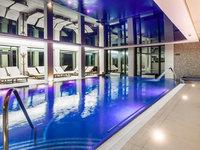 Bazén s protiproudem v hotelu Lužec