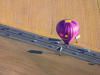 Zážitkový balón nad dálnící.