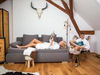 Pohodička na pokoji s vlastní pípou a doplňky z hovězí kůže - pivní hotel Zlatá kráva