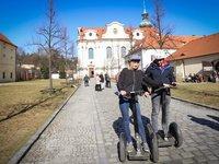 Užijete si jízdu kolem Břevnovského kláštera.