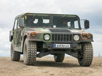 Humvee - vojenský Hummer připravený k vašemu dobrodružství.