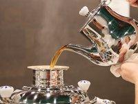 Zrelaxujte se u hrnku výtečného čaje v hotelu Astoria