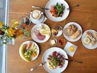 Bohatá snídaně pro rodinu v horském hotelu Kristian
