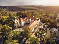 Pohled z ptačí perspektivy na zámek Loučeň