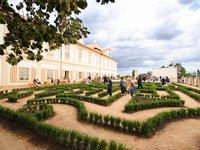 Buxusové bludiště v zámeckých zahradách v Loučni