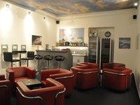 Letištní bar je vám zcela k dispozici