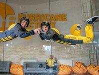 sportovní parašutisté mohou létat v tunelu ve dvou či více, ale to se nás netýká :)