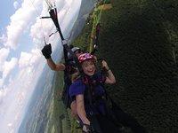 Nicol si let na paraglidu maximálně užívala.