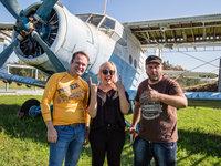 Tandemový pilot-parašutista, pasažérka seskoku a pilot balónu :)