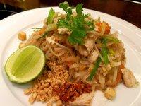 Phad Thai Kai (rýžové nudle s kuřecím masem)