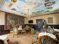 Královská restaurace vás přenese na chvíli do minulosti.