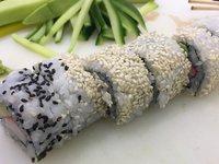 Naučte se udělat vlastní inside roll sushi:)