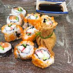 Inari taštičky a kaviárové sushi