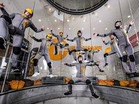 Celý akrobatický team.