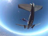 Skočte si padákem u španělského pobřeží v Empuria Brava (VR zážitek)
